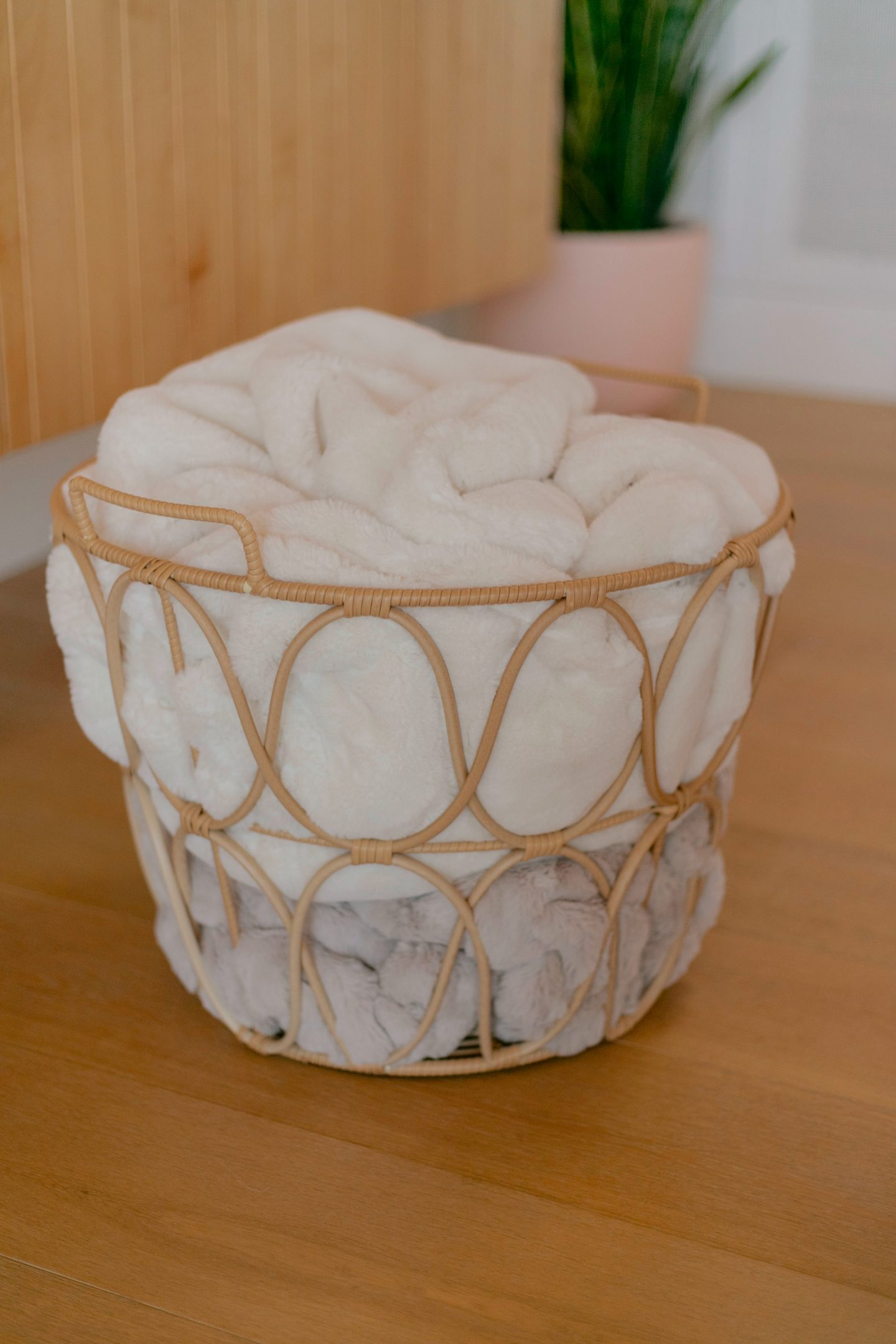 basket with blankets